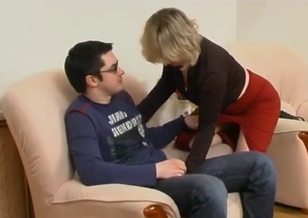 Mom with big mouth is trying to deepthroat her son
