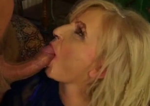 Teen man bangs his slutty mommy for the first time
